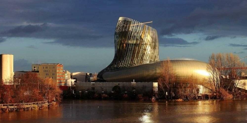 La Cité du vin aux couleurs or au petit matin, le 29 décembre 2015 © BONNAUD GUILLAUME